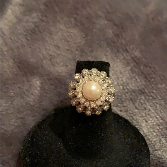 Jewelry - Vintage Sterling pearl and simulated diamond ring.
